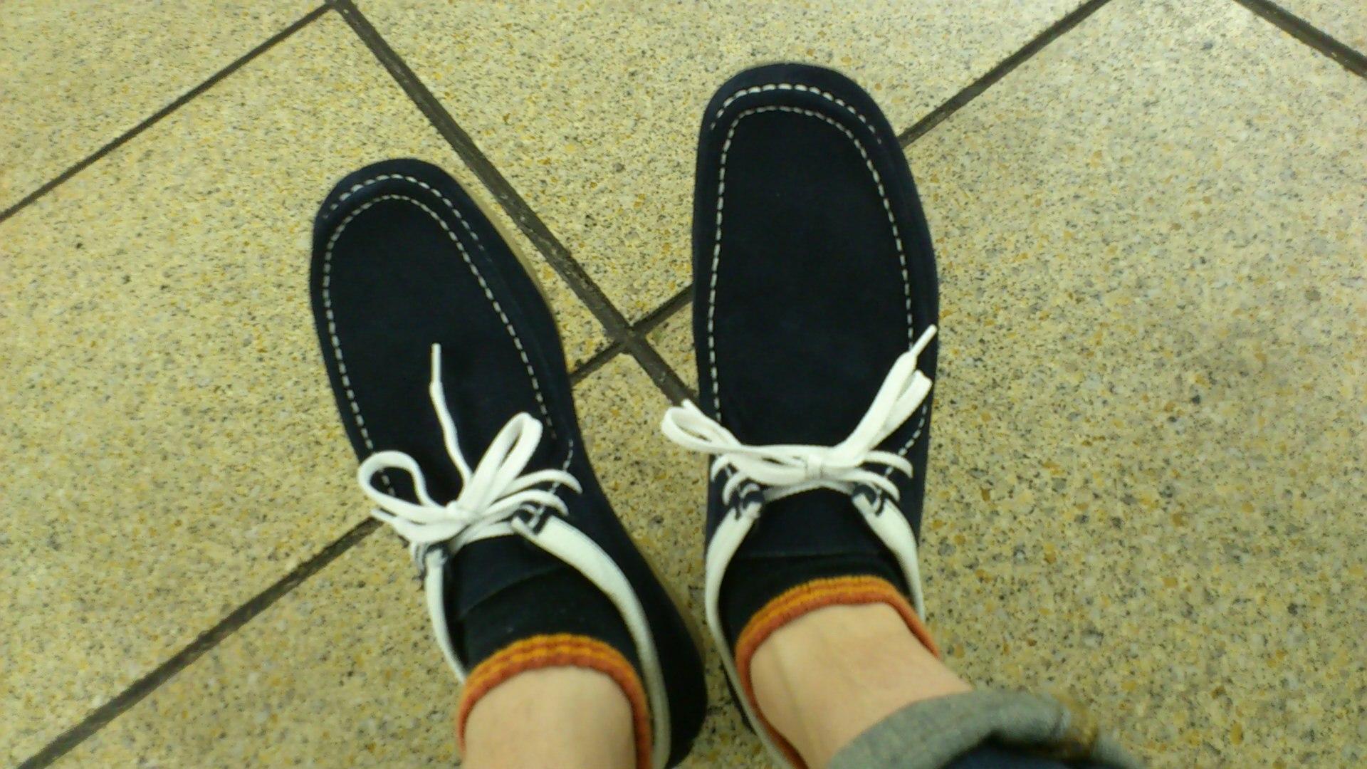新しい靴を履いて街へ出よう。